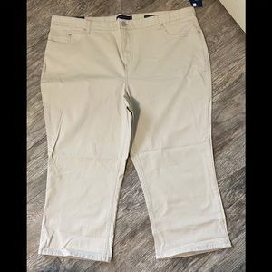 Bandolino Riley Relaxed Capri plus size pants.